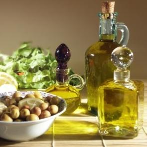 Mediterranean-diet- olive oil